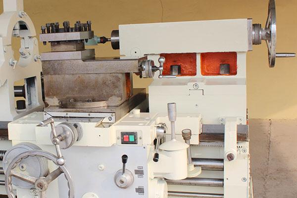 Pipe Threading Universal Lathe Machine Q245 (6)